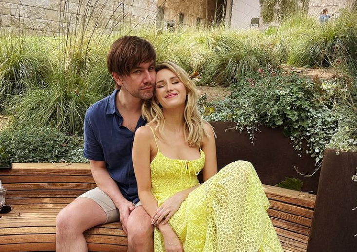 Torrance Coombs y Sloane Avery
